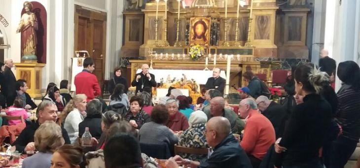 Un banquete de Navidad para cientos sinhogar en la Iglesia de Malasaña